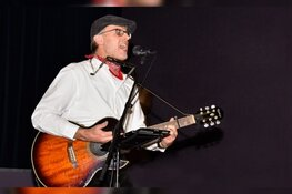 Kees Kaas speelt 'Liedjes voor Later' in kerkje Markenbinnen