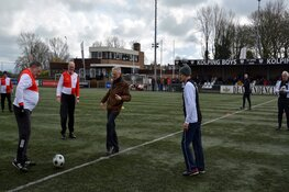 Wethouder Dijkman trapt Alkmaarse derby in Walking Football af