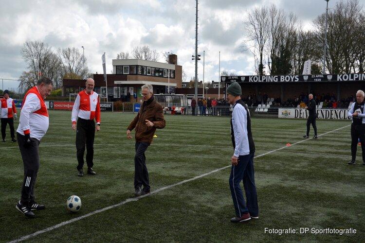 Wethouder Dijkman trapt Alkmaarse derby in Walking Football af