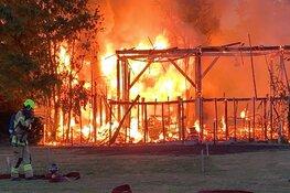 Zeer grote brand in twee schuren in Bergen