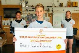 Leerlingen van Petrus Canisius College uit Alkmaar krijgen finaleticket overhandigd
