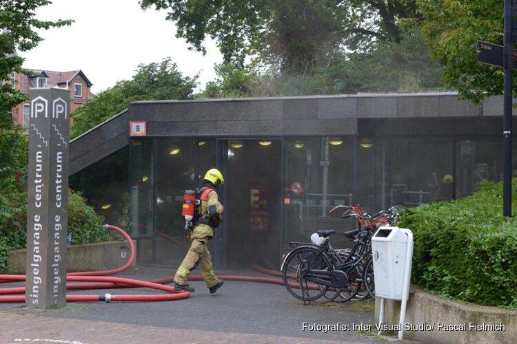 Grote brand in Alkmaarse Singelgarage waarschijnlijk aangestoken