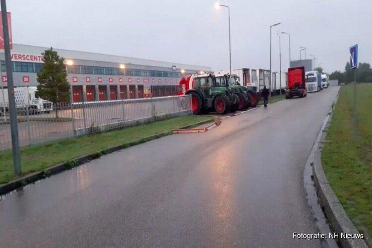 """Boeren blokkeren distributiecentrum van Vomar in Alkmaar: """"We staan met de rug tegen de muur"""""""