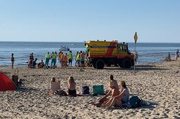 Drie personen onwel geworden op strand Egmond aan Zee