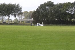 Vliegtuigje maakt noodlanding in Noord-Scharwoude