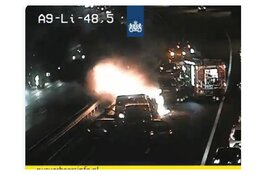 Ongeval met meerdere auto's op A9, één auto in brand