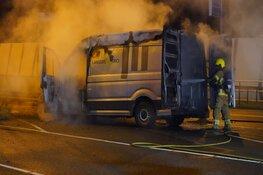 Bedrijfswagen door brand verwoest op Nieuwe Schermerweg