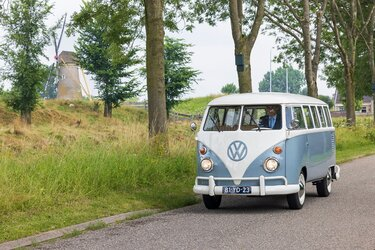 Legendarische Volkswagen bus als rouwauto