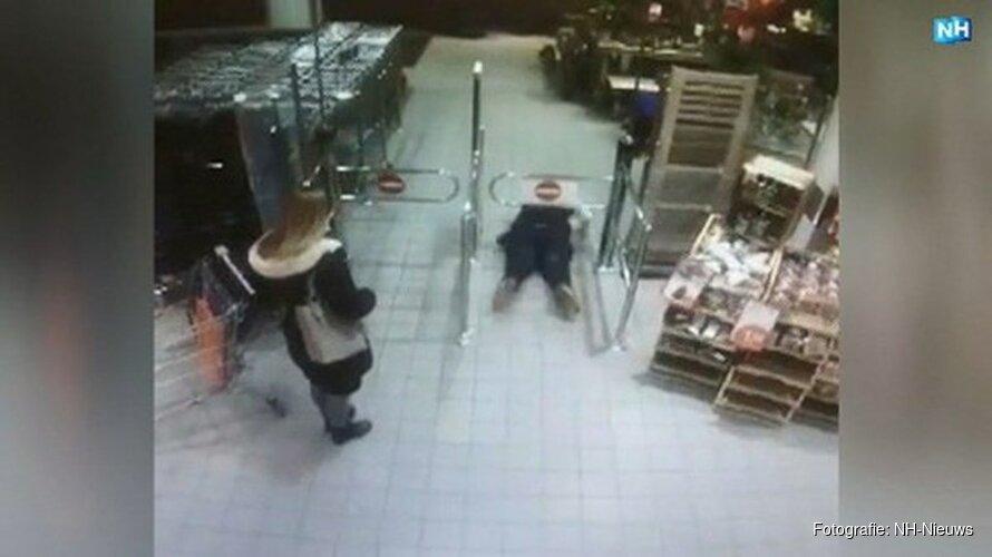 Buikschuifheldin redt onwel geworden klant in supermarkt Alkmaar