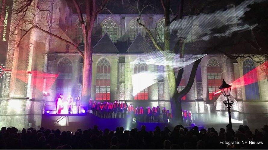 """Grote Kerk Alkmaar viert verjaardag met spectaculaire lichtshow: """"Lijkt wel of de kerk leeft"""""""
