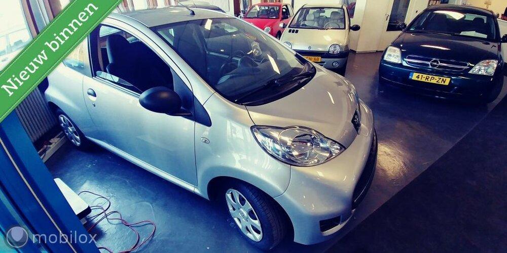 Peugeot 107 1.0-12V Urban Move bij Victoria Garage