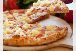 Stel krijgt koude pizza en bekogelt bezorger met kruidenboter